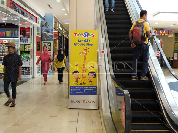 Toys R Us (F88 Mobile Standee)